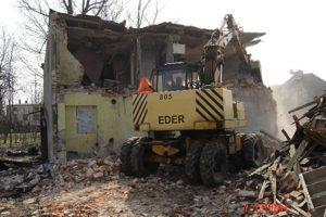 Wyburzenia i rozbiórki starych obiektów.
